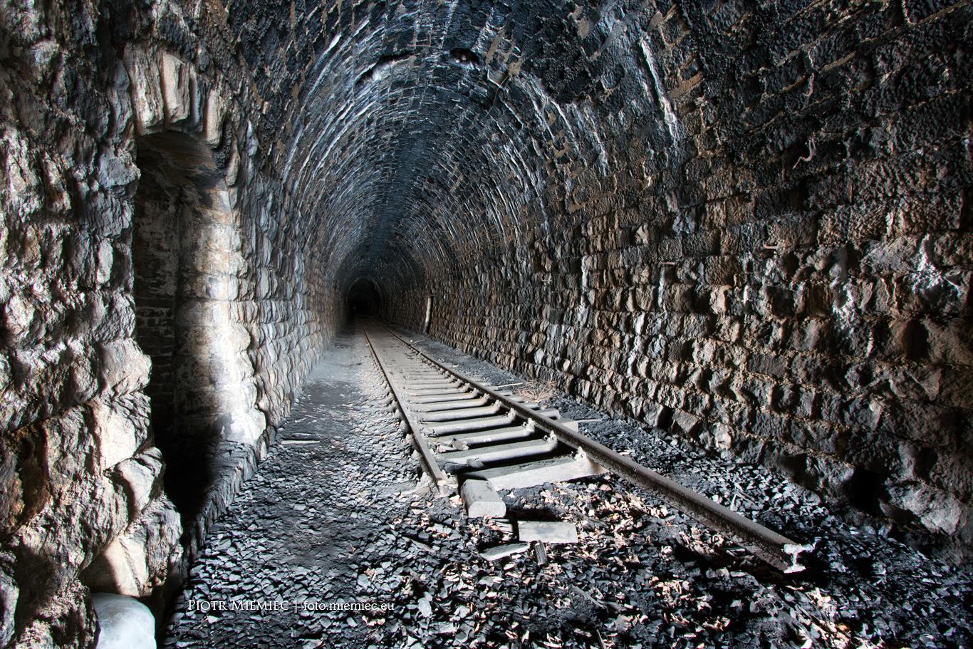 Nieczynny tunel kolejowy w Kowarach