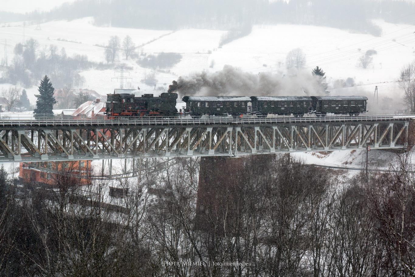 most kolejowy w Ludwikowicach Kłodzkich Zabytkowy pociąg Parowóz TKt48-18
