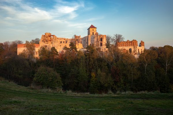 Zamek Tenczyn o zachodzie słońca
