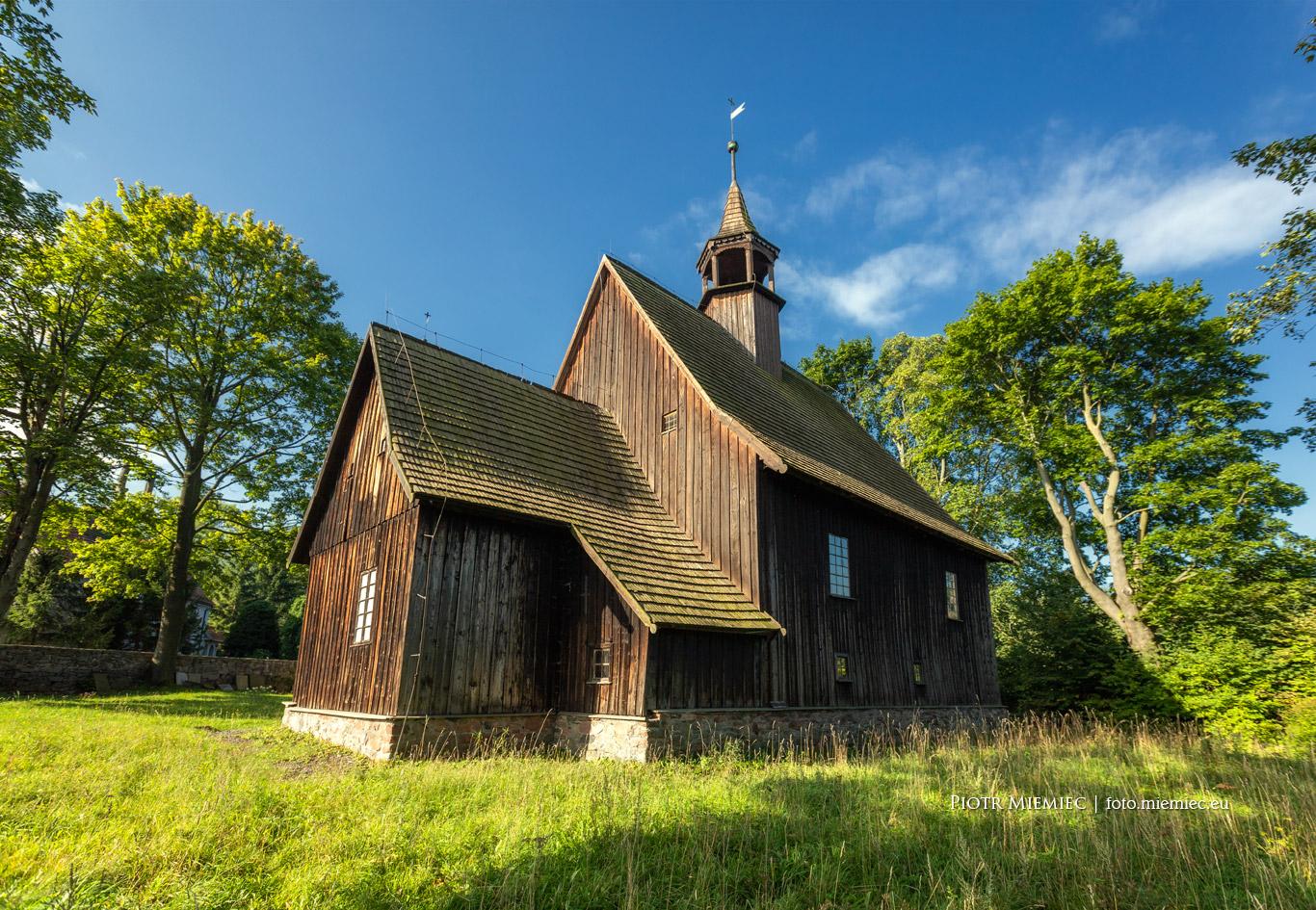 fot. 687 Kościół w Rybnicy Leśnej