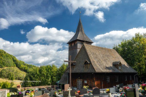 Drewniany kościół w Grzmiącej