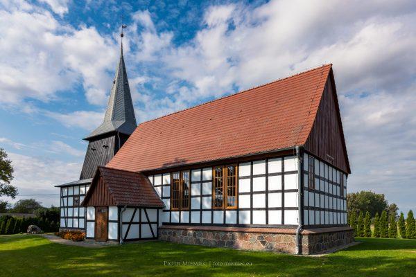 Drewniany kościół w Świeszewie